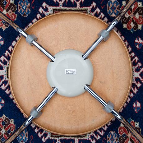 Arne-Jacobsen-Fritz-Hansen-stools-teak