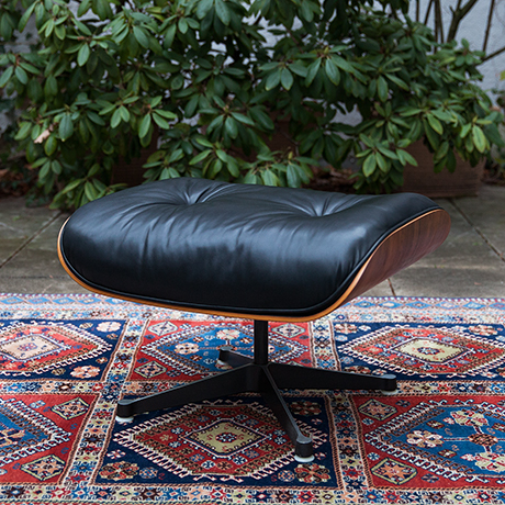 Eames-lounge-chair-ottoman-leather-interior-design