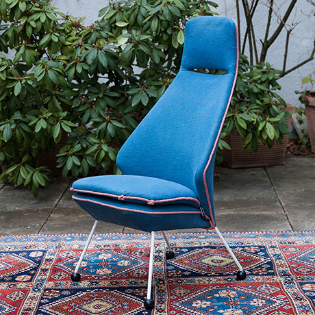 Schlichtes DesignEasy-chair-blue-fabric-france