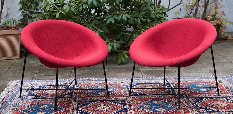 Schlichtes DesignEddi-Harlis-Kaufeld-lounge-chair-red-fabric