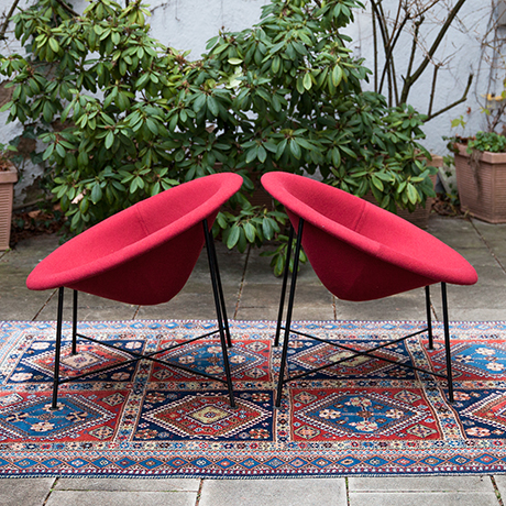 Eddi-Harlis-Kaufeld-shell-lounge-chairs-bordeaux