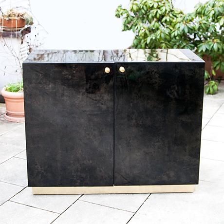 Aldo-Tura-bar-cabinet-glass-shelves