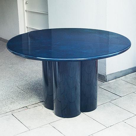 Schlichtes DesignAldo-Tura-Esstisch-tisch-blau-rund