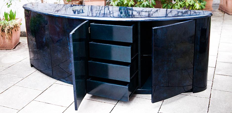 Schlichtes DesignAldo-Tura-sideboard-Glasboeden-blau-vintage