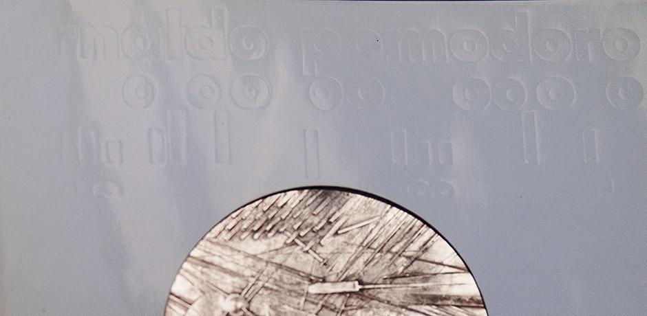 Arnaldo-Pomodoro-Scheibe-Großplastiken-buch-silber