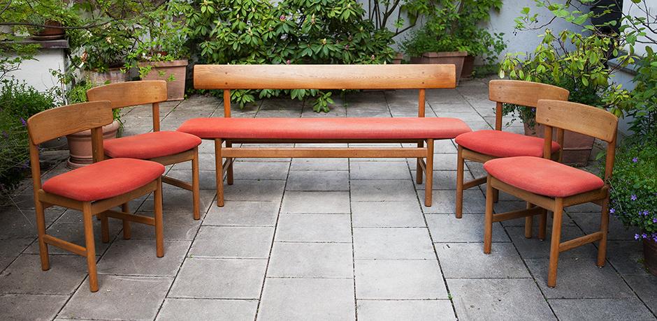 Schlichtes DesignBorge-Mogensen-Oak-Dining-Chairs-bench-red