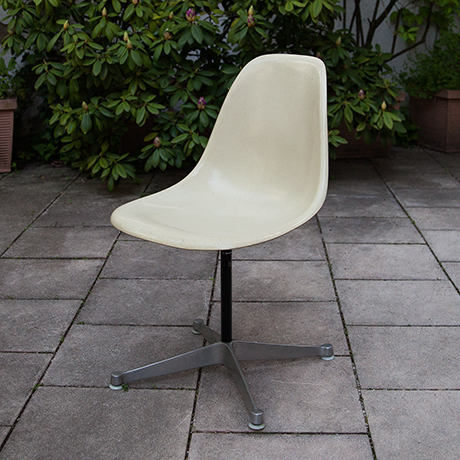 Schlichtes DesignCharles-Eames-chair-stool-fiberglass-beige
