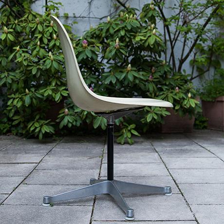 Charles-Eames-Stuhl-Drehstuhl-weiss-fiberglas