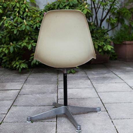 Charles-Eames-Stuhl-Drehstuhl-creme-vintage