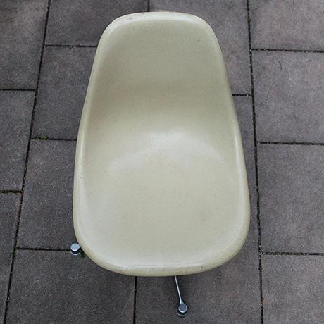 Charles-Eames-chair-stool-fiberglass-beige
