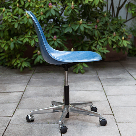 Charles-Eames-Drehstuhl-Stuhl-blau-fiberglas