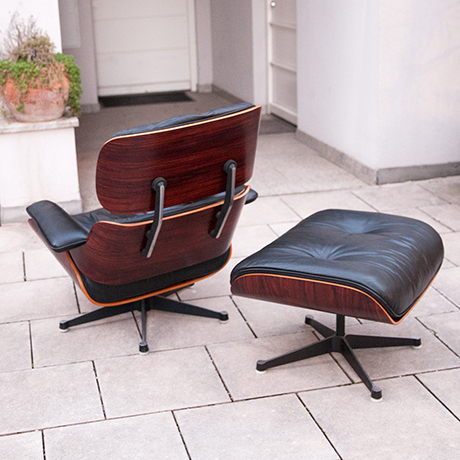 Eames-lsessel-hocker-leder-schwarz-vintage