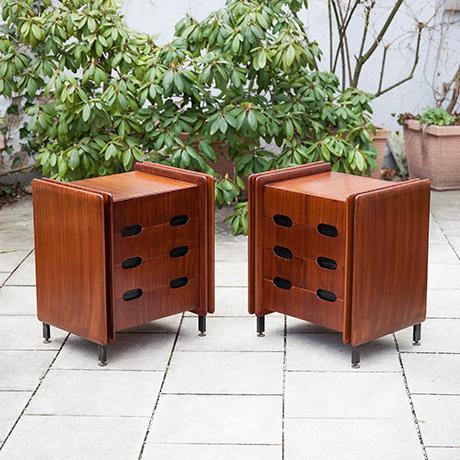 Schlichtes DesignGianfranco-Frattini-nightstands-wooden