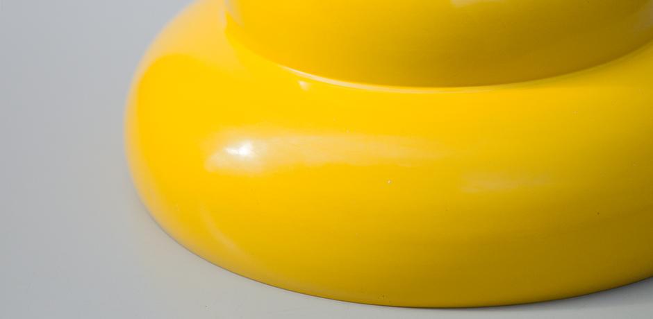 Ingo-Maurer-Pendelleuchte-lampe-gelb-lackiert