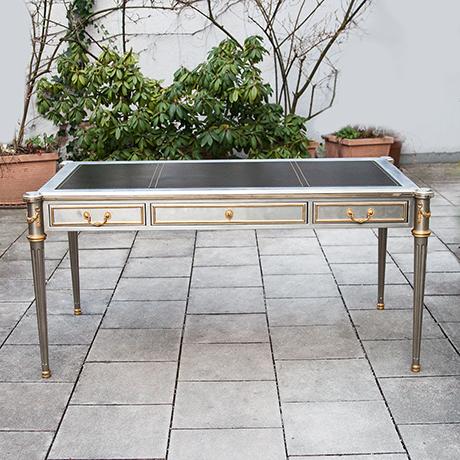 Schlichtes DesignJohn-Vesey-desk-steel-bronze