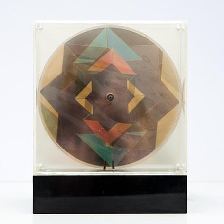 Oliver-Bevan-lightbox-sculpture-kinetic