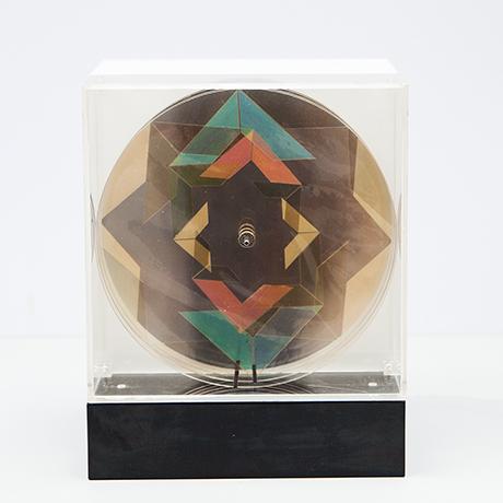 Oliver-Bevan-lightbox-lampe-kinetisch