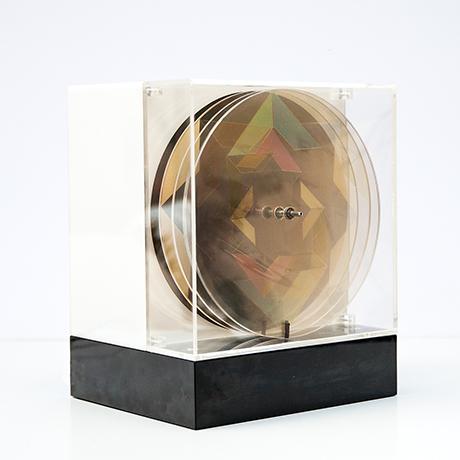 Oliver-Bevan-lightbox-lampe-kinetisch-bunt