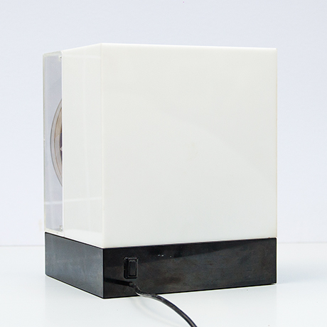 Oliver-Bevan-lightbox-lamp-kinetic-vintage