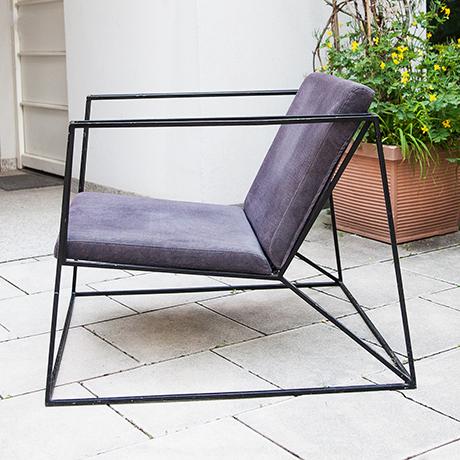 armchair-minimalistic-black-purple-interior