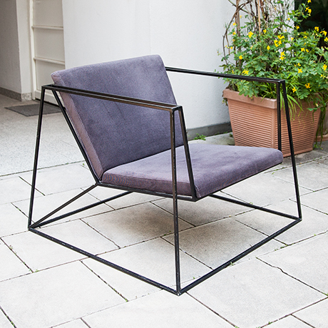 chair-minimalistic-black-interior-purple