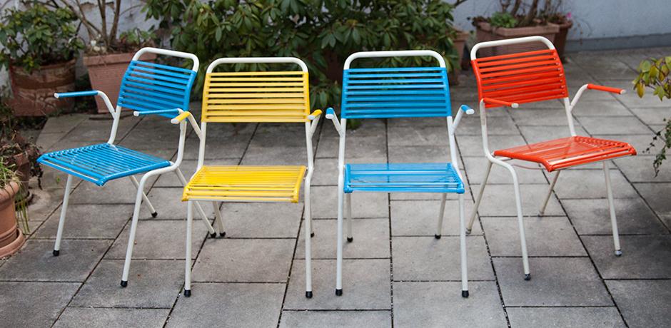 Schlichtes Designfolding-chairs-blue-red-yellow
