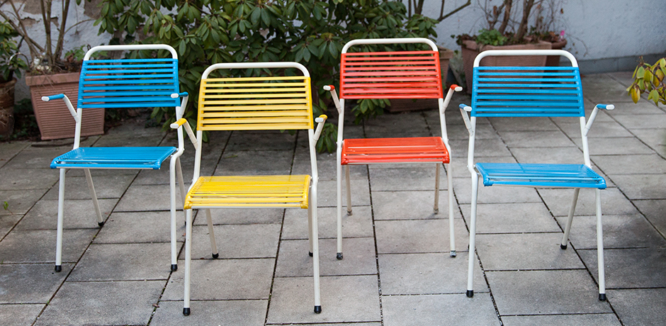 foldable-Spaghetti-chairs-blue-red-yellow