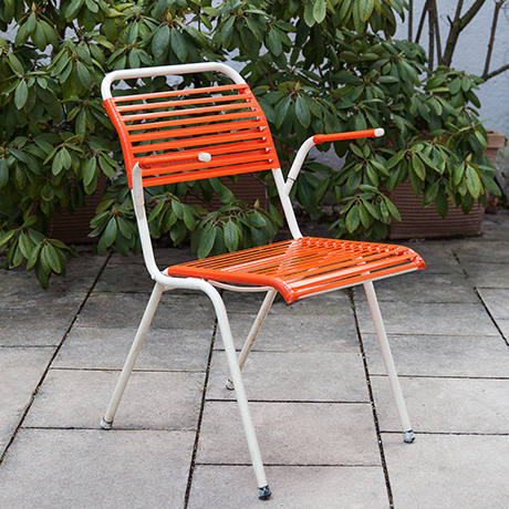 folding-chair-red-vintage