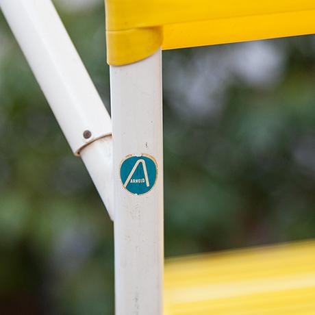 Klappstuehle-Stuhl-gelb-Arnold-deutsch