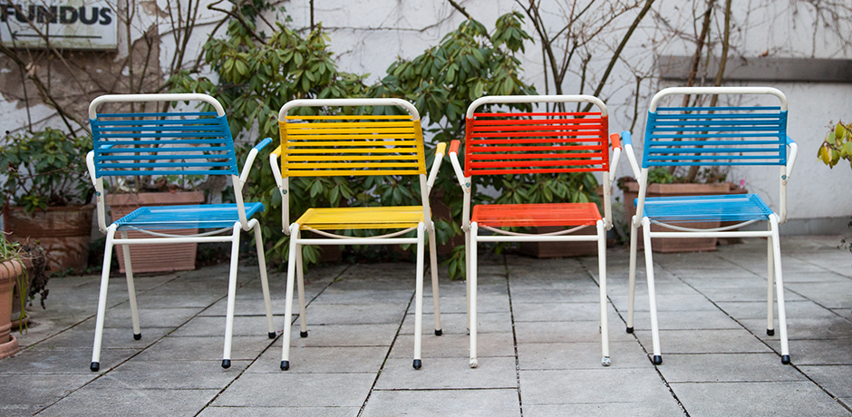 folding-chairs-blue-red-yellow